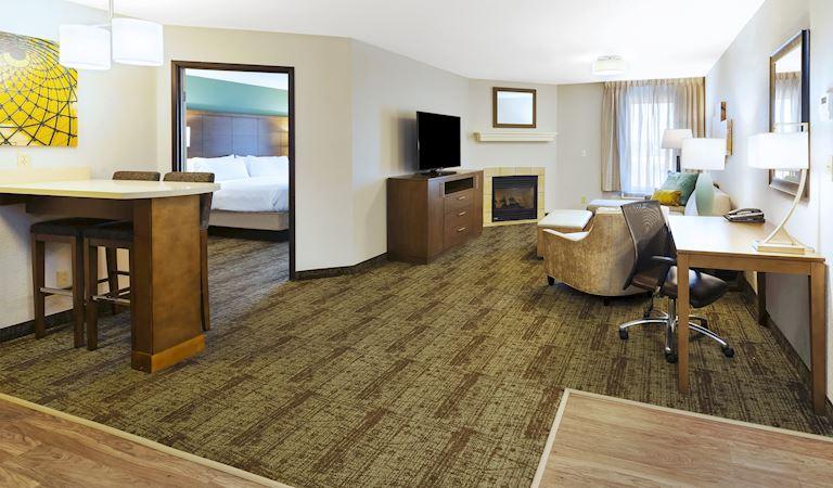 Staybridge Suites Columbia Hotel, Missouri 1 Bedroom Suite, 1 King Bed Non-smoking